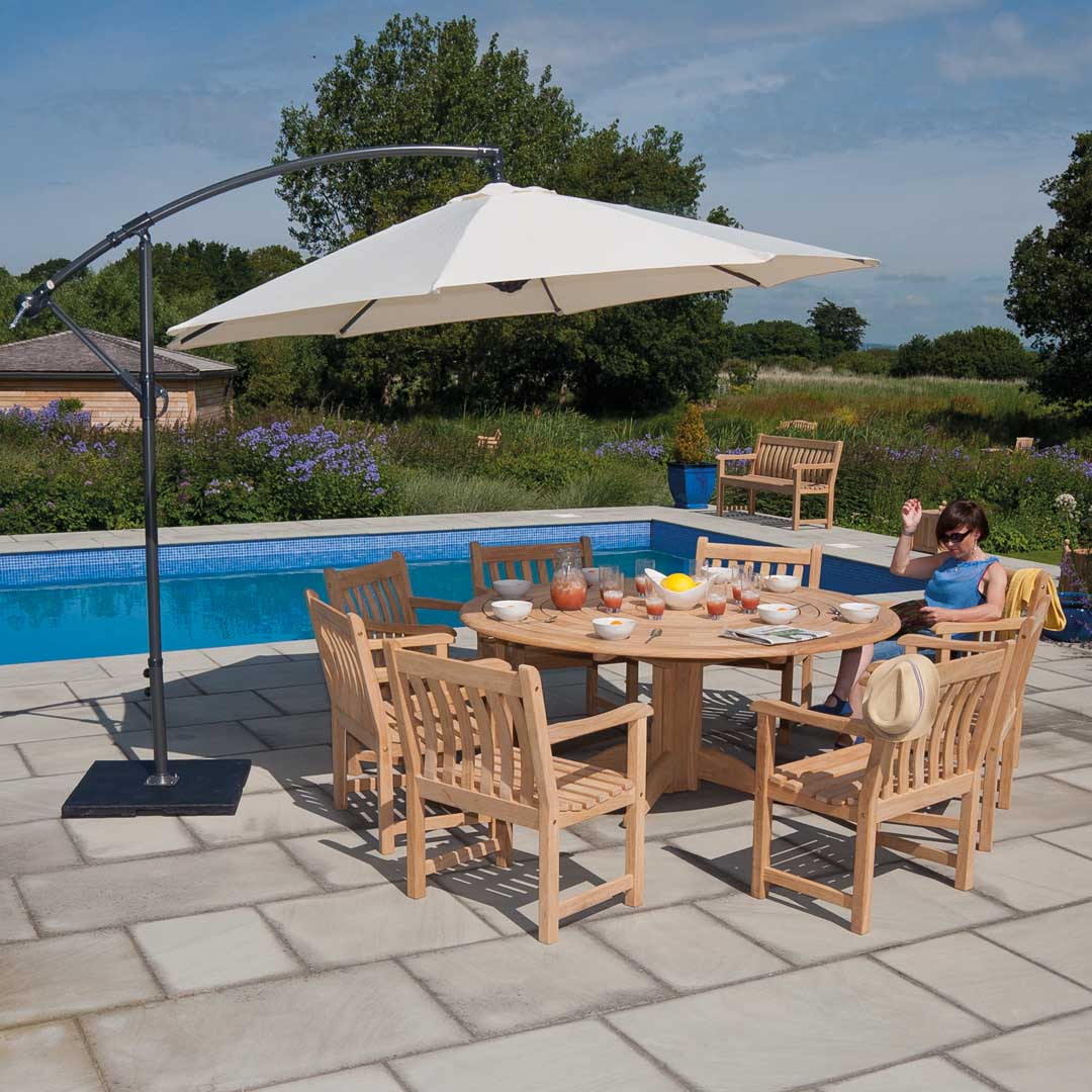 Alexander Rose Roble Bengal 8 Seat Round Set with Broadfield Armchairs