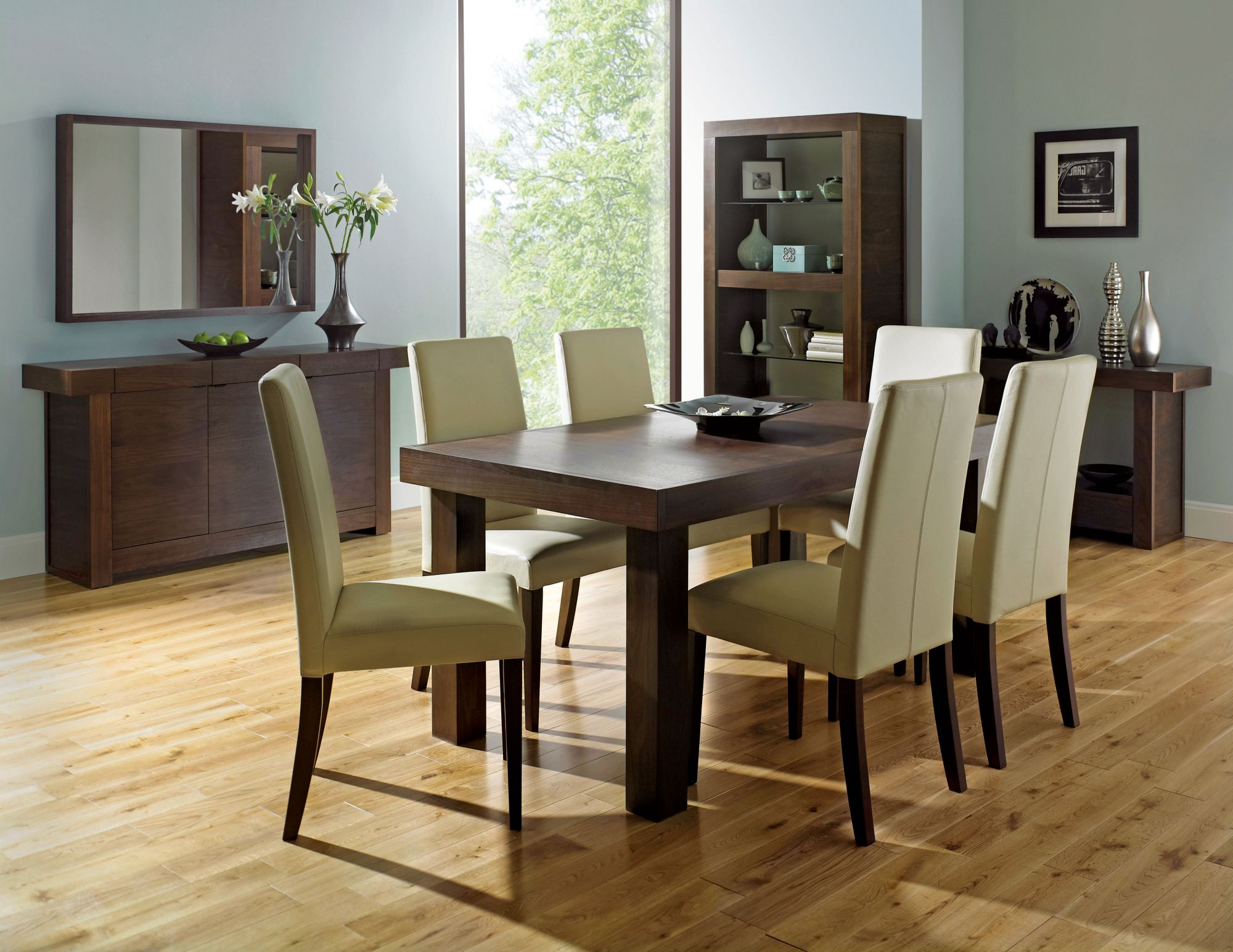 Bentley Designs Akita Walnut 4-6 End Ext. Dining Table + 4