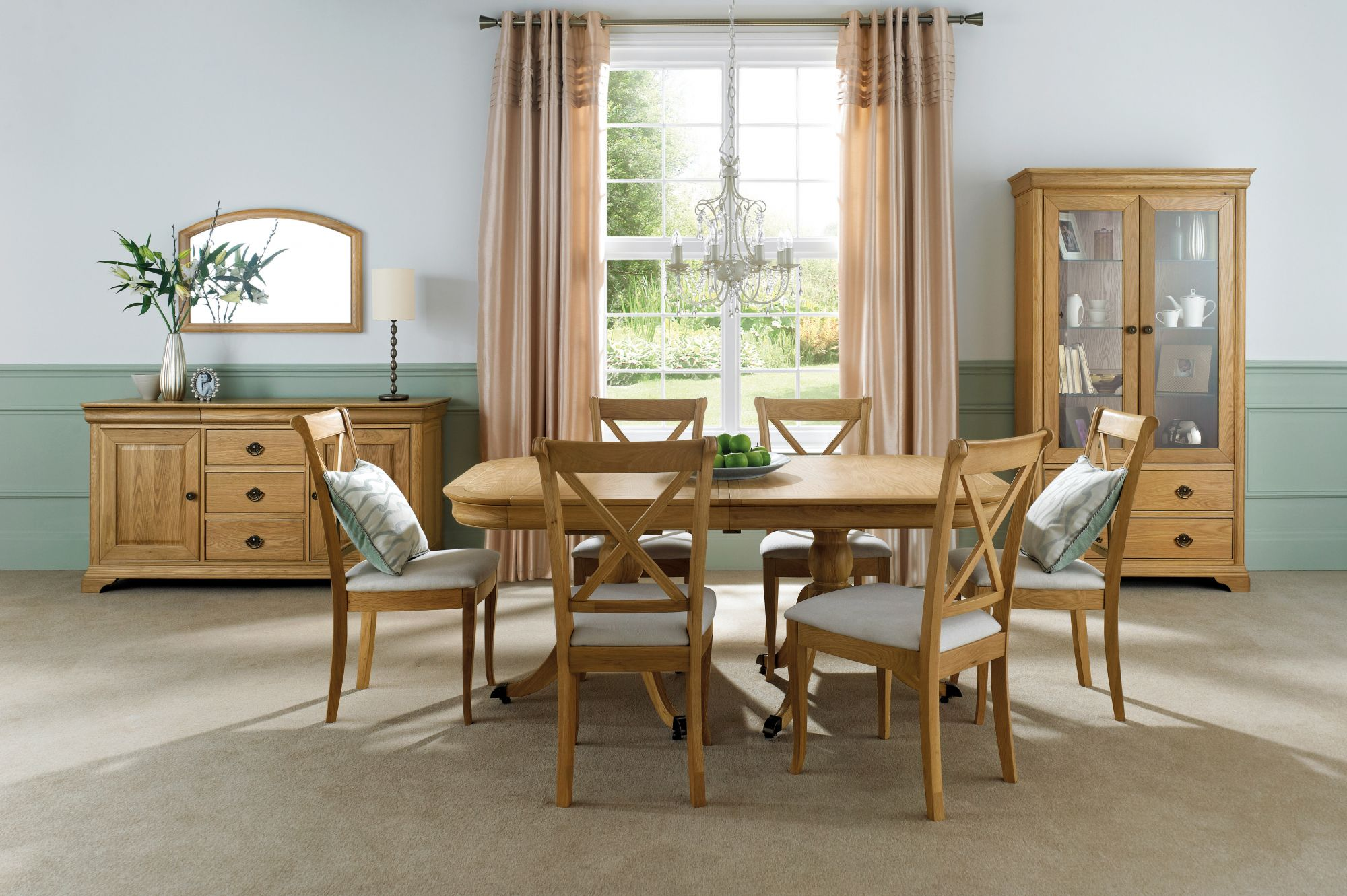 Bentley Designs Chantilly Oak 6-8 Extension Dining Table And