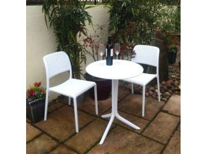 Europa Step White Standard Table With 2 White Bistrot Chairs Garden Set