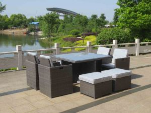Royalcraft Marlow 4/8 Seater Rattan Cube Set With 4 Footstools and Free Parasol