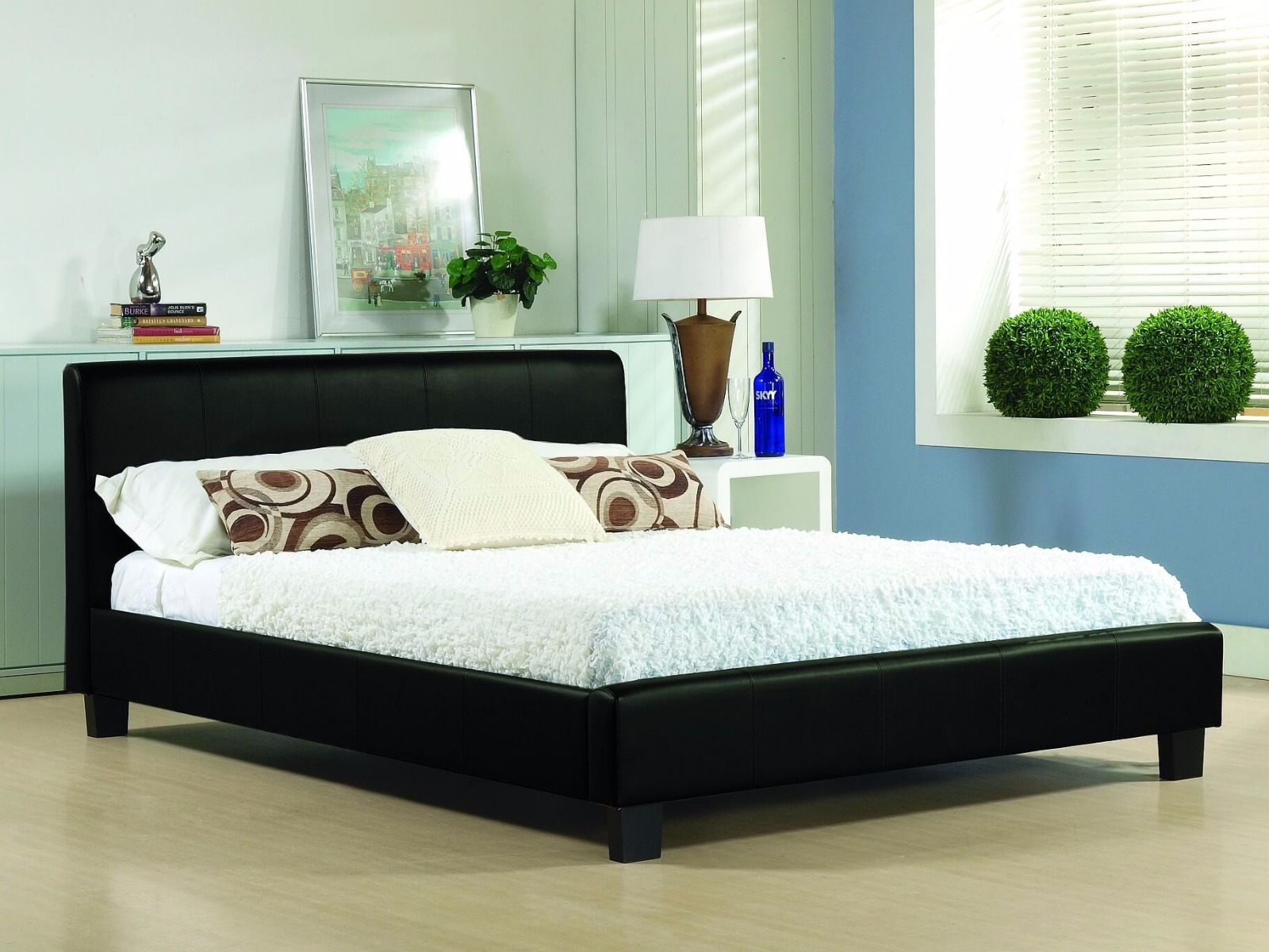 https://www.firstfurniture.co.uk/pub/media/catalog/product/h/a/hamburg_black.jpg