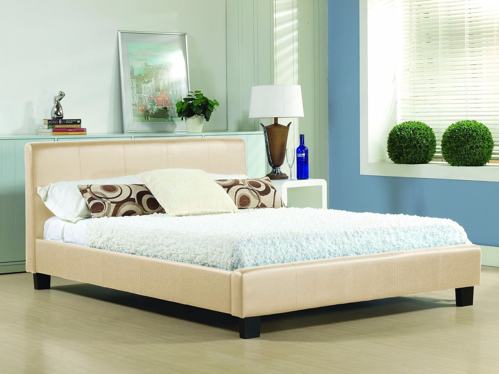 https://www.firstfurniture.co.uk/pub/media/catalog/product/h/a/hamburg_cream_1.jpg